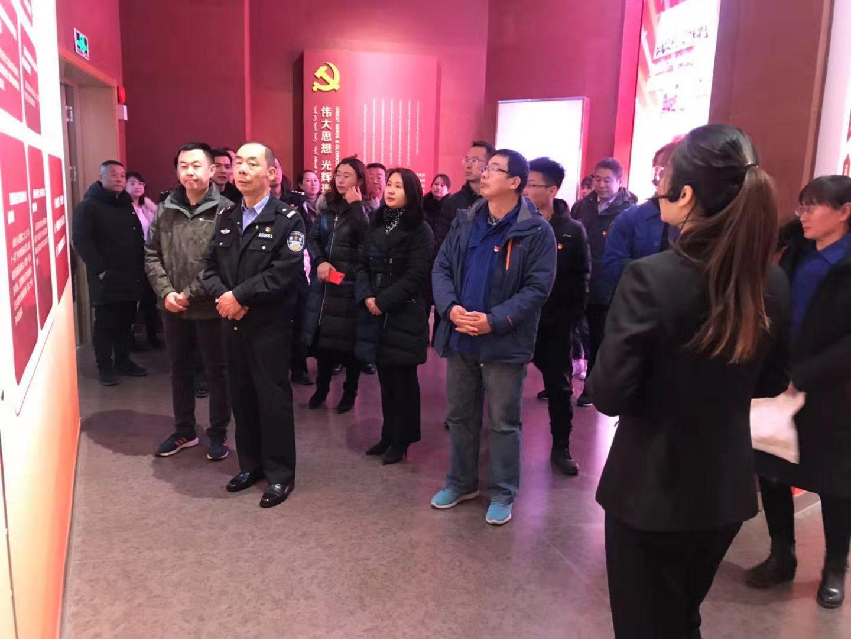 重温党史 坚守初心--青山区档案馆组织参观包头市党群服务中心